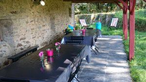 coislin-reunion-familiale-table-exterieure