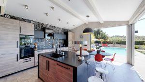 cuisine et pool 2