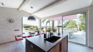 cuisine et pool 3